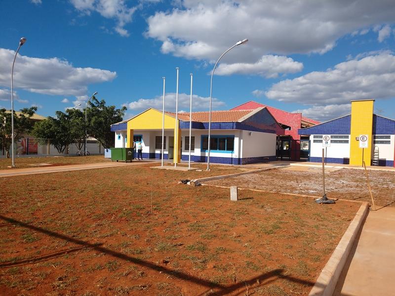 Implantado, em junho/2018, o Centro de Educação da Primeira Infância - Cepi Mandacaru, localizado na QR 204, Conjunto 16, Lote 01 - Samambaia. O centro é composto por 8 salas de aula, bloco de administração, bloco de serviços, 3 blocos pedagógicos, pátio coberto, anfiteatro e parquinho, com capacidade de atendimento de até 150 crianças de 0 a 5 anos em período integral.