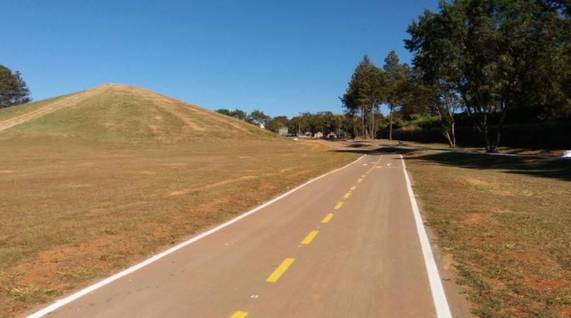 Requalificado o Parque da Asa Delta, em setembro/2017. A ação contemplou a execução de seis quilômetros de pista compartilhada por pedestres e ciclistas. O paisagismo contou com o plantio de 1.375 mudas de espécies do cerrado, como ipês, quaresmeiras e cagaiteiras, entre outras. O Anfiteatro Natural do Lago Sul, localizado no parque, recebeu poda de árvores, roçagem da vegetação, limpeza, pintura de meios-fios, cercamento e a instalação de 612 luminárias de LED.