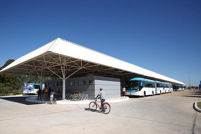 Inaugurado, em julho/2016, o terminal de ônibus urbano, localizado na Quadra 311, no Recanto das Emas. A iniciativa contemplou a construção das plataformas de embarque, estacionamento, paraciclos, lanchonete e banheiros com acessibilidade.