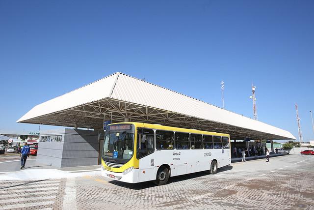 Reformado, em julho/2016, o terminal de ônibus urbano, localizado na Quadra 33, no Paranoá. A iniciativa contemplou a construção das plataformas de embarque, estacionamento, paraciclos, lanchonete e banheiros com acessibilidade.