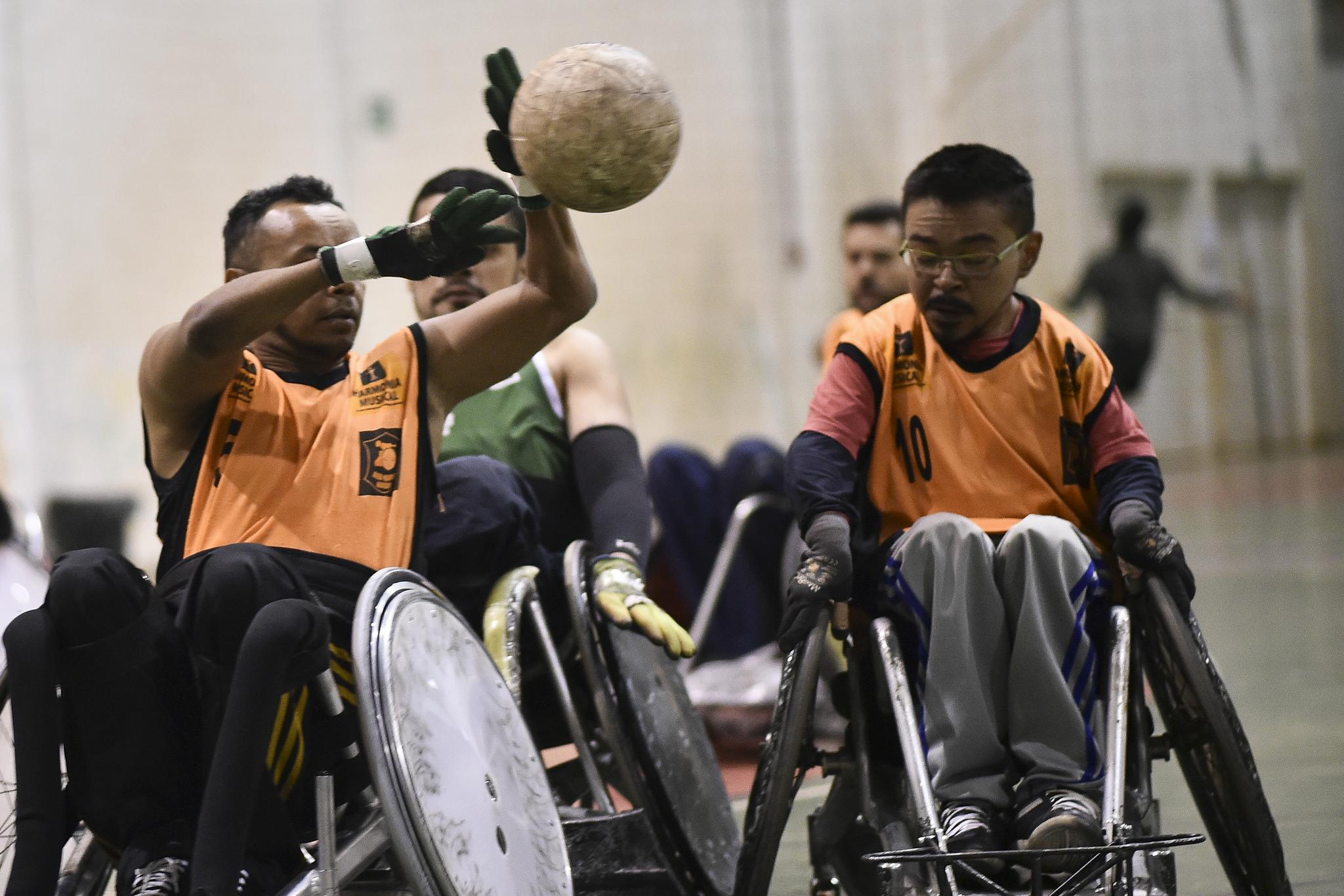"""Ampliado o programa Compete Brasília, que estimula a participação dos atletas e paratletas de alto rendimento em diversas competições nacionais e internacionais, custeando passagens aéreas e terrestres. <ul>     <li>413 atletas com deficiência atendidos em 2015</li>      <li>445 atletas com deficiência atendidos em 2016</li>      <li>543 atletas com deficiência atendidos em 2017</li>     <li>315 atletas com deficiência atendidos em 2018 (no período de janeiro a outubro)</li></ul> Informações sobre requisitos e documentos necessários: (<a href=""""http://www.esporte.df.gov.br/compete-brasilia-2/"""">Link aqui</a>)"""