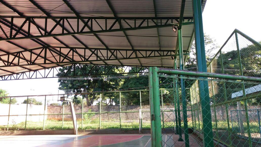 Construída, em 2017, a cobertura da quadra esportiva do Centro de Ensino Especial 01 de Planaltina (Setor Educacional - LT I - AE).