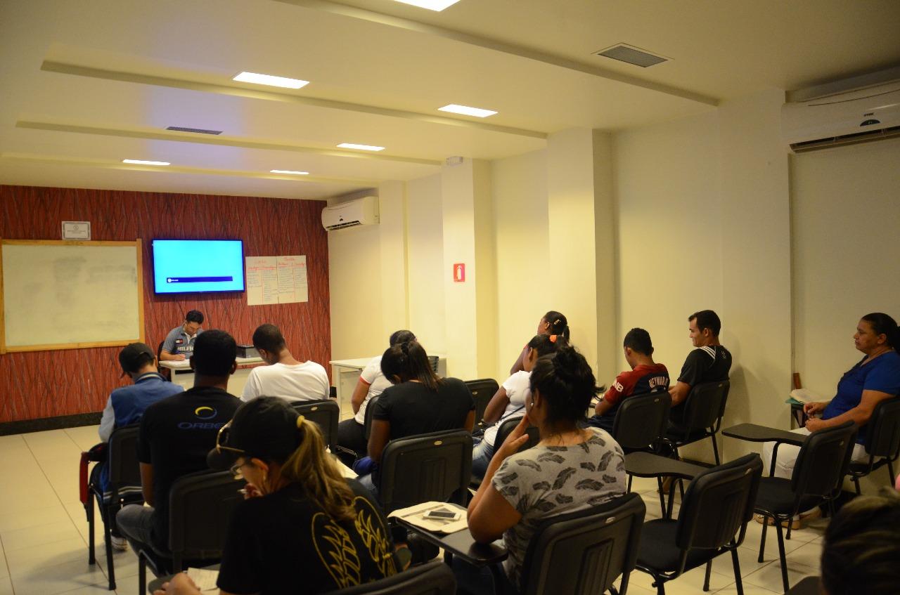 Realizada qualificação de 300 alunos da Fábrica Social, em 2016 e 2017, na área de empreendedorismo. A capacitação foi feita em parceria com o Serviço Brasileiro de Apoio às Micro e Pequenas Empresas - Sebrae.