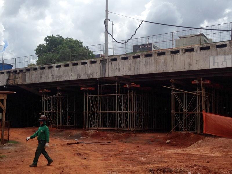 Recuperação estrutural e reconstrução do Viaduto do Eixão Sul sob a DF-002 (Galeria dos Estados), localizado entre o Setor Comercial e o Setor Bancário Sul, em andamento. O conjunto de intervenções inclui a demolição e reconstrução total da parte do viaduto que desabou, bem como a recuperação de todas as fundações e pilares ao longo da via.