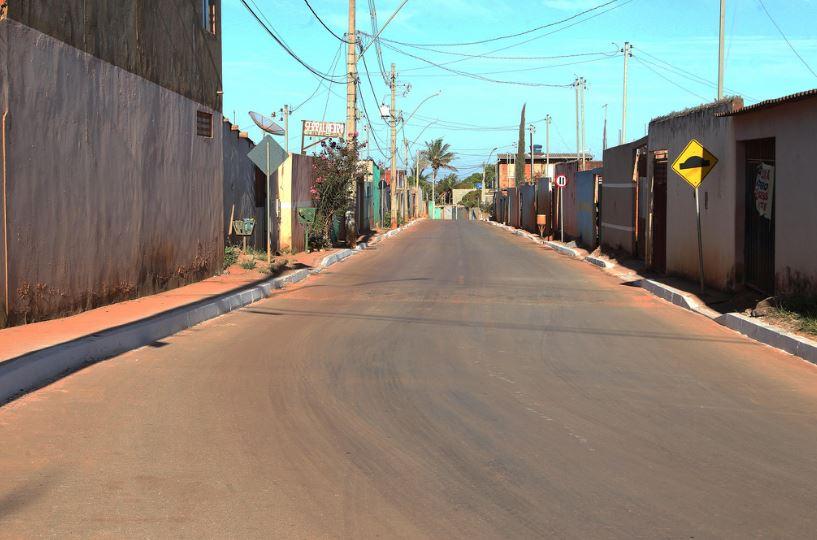 Implantação de infraestrutura urbana básica (drenagem e pavimentação) no Setor Habitacional Sol Nascente em Ceilândia, em andamento. Já foram concluídas em junho/2018, as obras do Trecho I, os trechos II e III têm previsão de conclusão para o 2º semestre/2019.