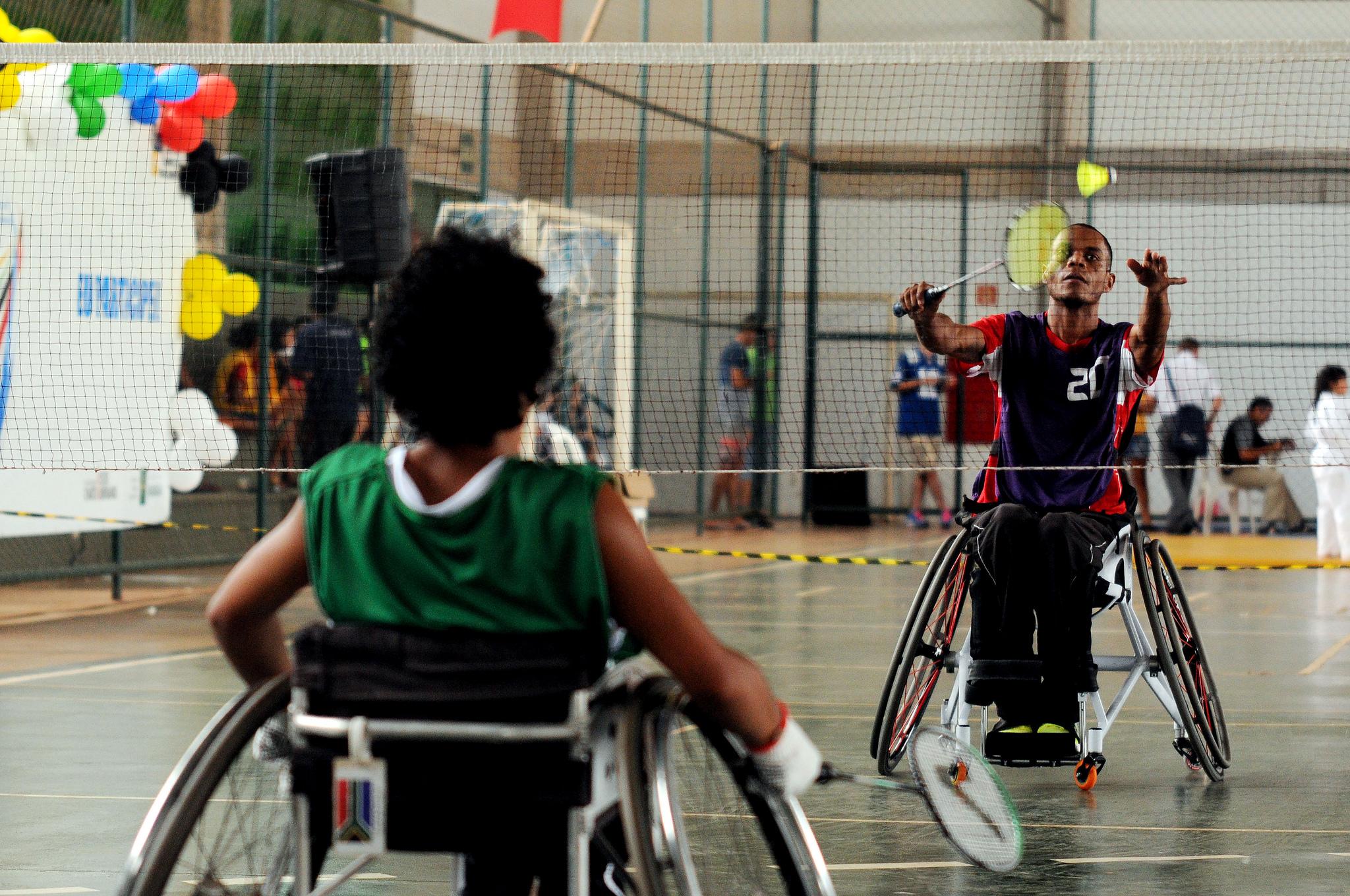 Realizados em 2015, 2016 e 2017, os Jogos Abertos de Brasília, com o objetivo de identificar novos talentos e incentivar a comunidade a participar de atividades esportivas.  <p>Foram ofertadas, em 2017, as seguintes modalidades, nas categorias masculino e feminino, para pessoas com deficiência:  <ul>     <li>Atletismo, com 15 participantes</li>     <li>Natação, com 18 participantes</li>     <li>Tênis de mesa, com seis participantes</li>