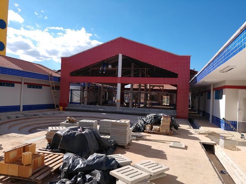 Concluída, em dezembro/2018, a obra de construção do Centro de Educação da Primeira Infância - Cepi Bambu, localizado na QR 208, Conjunto 19, Lote 1 - Samambaia. O centro é composto por 8 salas de aula, bloco de administração, bloco de serviços, 3 blocos pedagógicos, pátio coberto, anfiteatro e parquinho, com capacidade de atendimento de até 150 crianças de 0 a 5 anos em período integral.