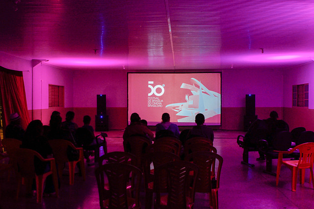 Descentralizado, em 2017, o Festival de Brasília do Cinema Brasileiro, com pontos de programação oficial em quatro regiões administrativas (Riacho Fundo I, Taguatinga, Sobradinho e Gama), para a sensibilização de novos públicos e formação de plateia. O festival também ocorreu no cine Brasília e no Museu Nacional, Plano Piloto, no Cinema Voador, com exibições itinerantes e no Festivalzinho com programação infantil.