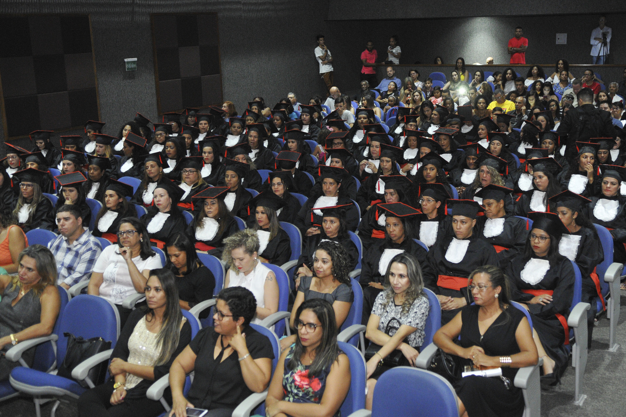 Firmada, em 2016, parceria entre a Secretaria de Educação e a Secretaria de Trabalho, Desenvolvimento Social, Mulheres, Igualdade Racial e Direitos Humanos para, por meio da Casa da Mulher Brasileira, visando direcionar 397 mulheres para cursos do Pronatec Mulheres Mil. Foram ofertados, também, duas turmas de recolocação profissional, beneficiando 49 mulheres atendidas na Casa da Mulher Brasileira. </p> Em 2017, o atendimento foi ampliado para contemplar mulheres atendidas nos Centros Especializados de Atendimento à Mulher-CEAM e nos equipamentos da Assistência Social, como os Centros de Referência de Assistência Social-CRAs. No ano de 2017 foram capacitadas 945 mulheres e em 2018 outras 215.