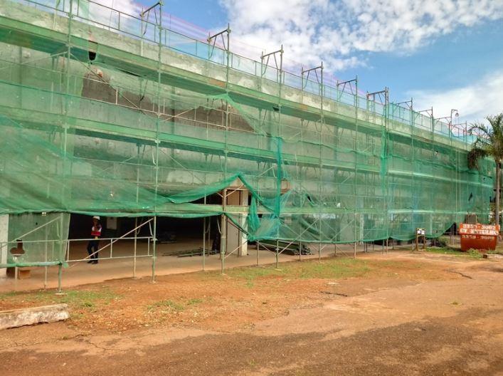 Execução de reforma e ampliação do Museu de Arte de Brasília - MAB, situado no SHTN trecho 1, em andamento, com conclusão prevista para o 2º semestre/2019. As obras compreendem intervenções para a recuperação da cobertura, adequação do edifício às normas vigentes de acessibilidade, e de prevenção e combate à incêndio, recuperação paisagística e instalação de bloco intertravado no acesso de veículos.