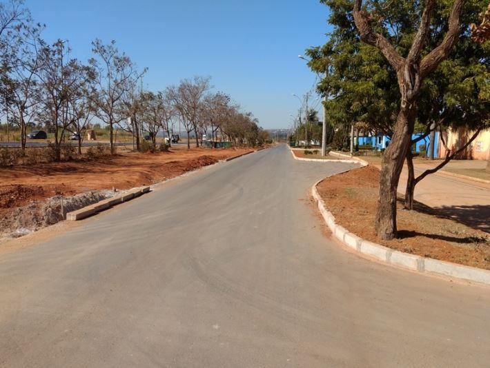 Implantação de infraestrutura urbana básica (drenagem e pavimentação) em Vicente Pires em andamento, com previsão de conclusão para o 2º semestre/2019.