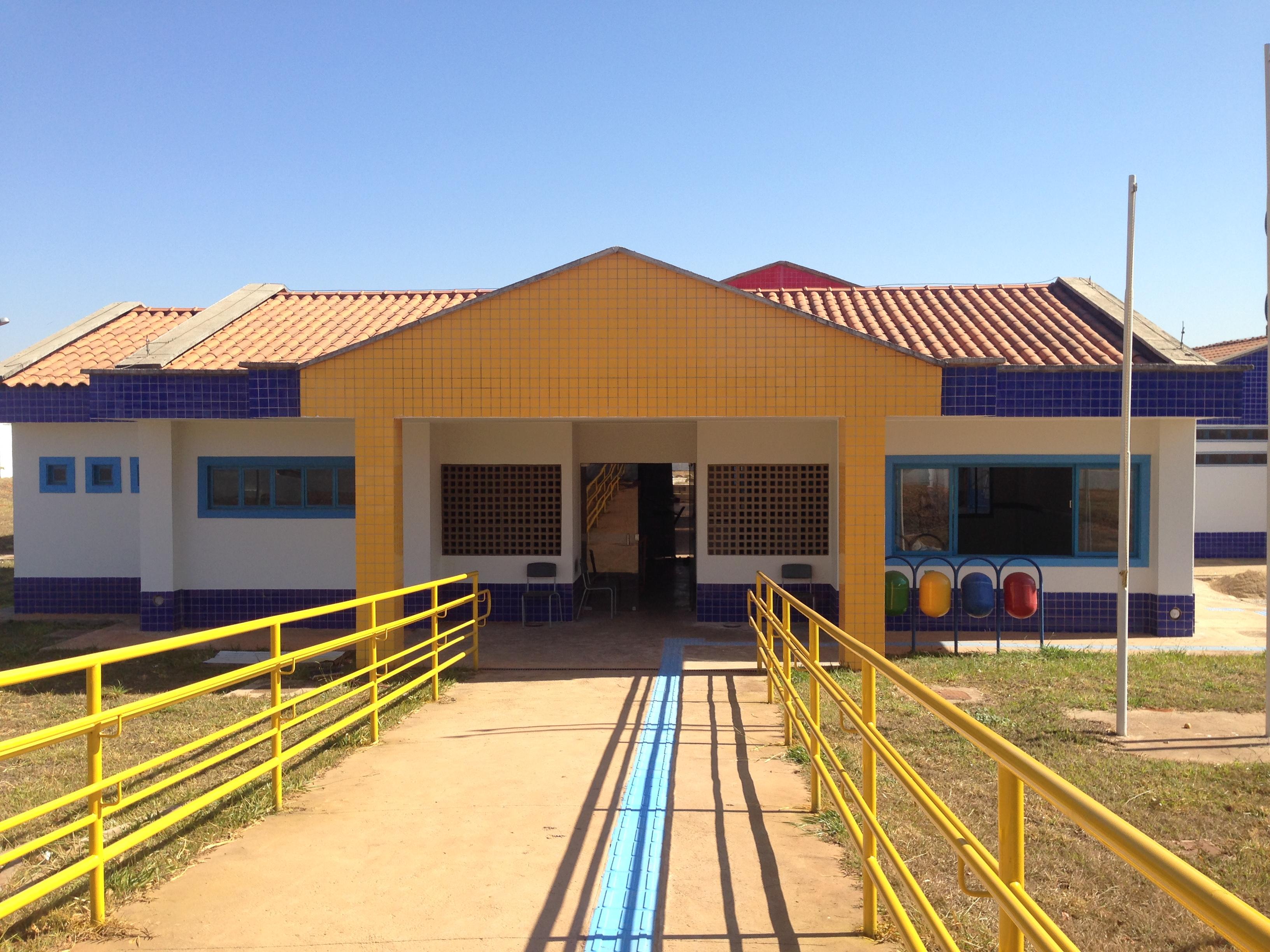 Implantado, em agosto/2017, o Centro de Educação da Primeira Infância - Cepi Rosa-do-Cerrado, localizado na QS 07, Lote 10 - Águas Claras. O centro é composto por 8 salas de aula, bloco de administração, bloco de serviços, 3 blocos pedagógicos, pátio coberto, anfiteatro e parquinho, com capacidade de atendimento a 150 crianças de 0 a 5 anos em período integral.