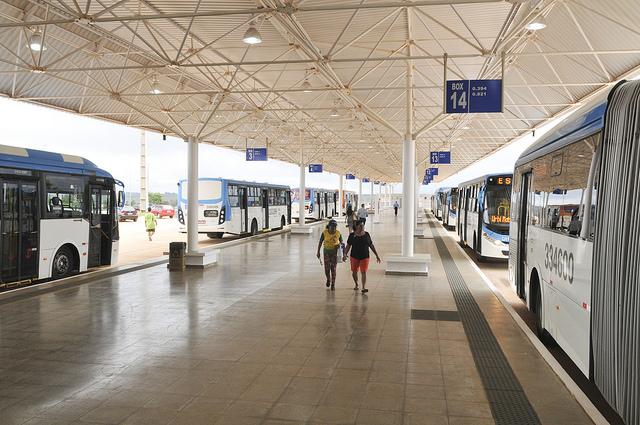 Inaugurado, em abril/2017, o terminal de ônibus urbano, localizado na quadra nº 327, em Samambaia Sul. A iniciativa contemplou a construção das plataformas de embarque, estacionamento, paraciclos, lanchonete e banheiros com acessibilidade.