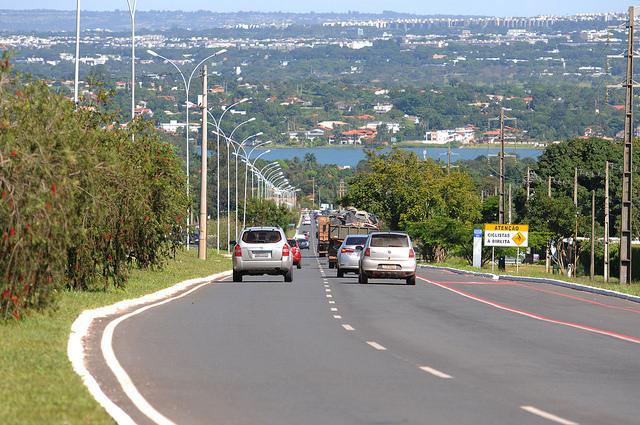 Inaugurada, em março/2016, a obra de restauração da rodovia DF-035 (EPCV), que liga ao Lago Sul as regiões do Jardim Botânico, de São Sebastião e dos Jardins Mangueiral.