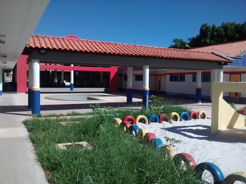 Implantado, em abril/2015, o Centro de Educação da Primeira Infância - Cepi Buriti, localizado na QR 312, Conjunto D, Lote 01 - Santa Maria. O centro é composto por 8 salas de aula, bloco de administração, bloco de serviços, 3 blocos pedagógicos, pátio coberto, anfiteatro e parquinho, capacidade de atendimento a 150 crianças de 0 a 5 anos em período integral.