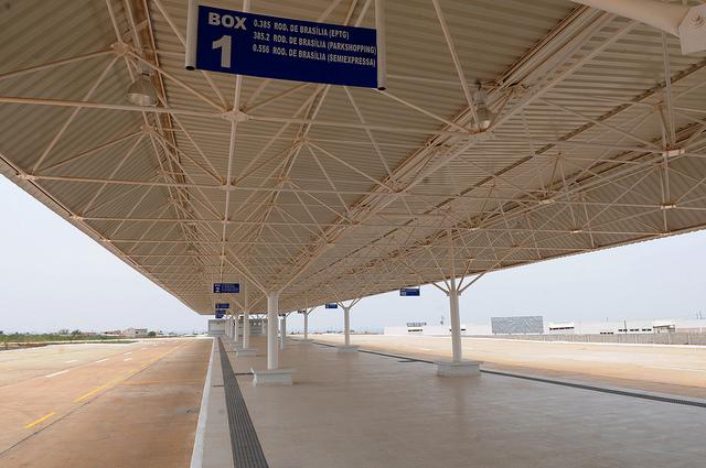 Inaugurado, em outubro/2015, o terminal de ônibus urbano, localizado na Quadra 02 Lote 01, na QNR-Ceilândia. A iniciativa contemplou a construção das plataformas de embarque, estacionamento, paraciclos, lanchonete e banheiros com acessibilidade.