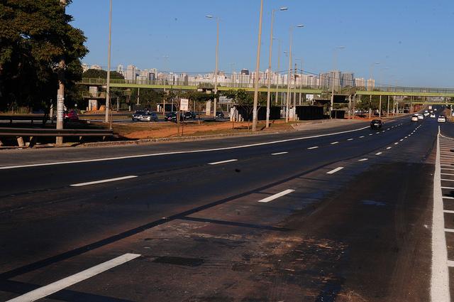 Inaugurados, em julho/2018, os alargamentos das pontes sobre o Córrego Samambaia e sobre o Córrego Vicente Pires, localizados na EPTG. A ponte sobre a Ferrovia Centro-Atlântica foi inaugurada em outubro/2018.<br><br>As pistas foram alargadas nos dois sentidos da via e foram feitas obras de pavimentação, pintura de sinalização e deslocamento do guard rail.