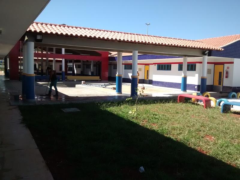 Implantado, em fevereiro/2016, o Centro de Educação da Primeira Infância - Cepi Araraúna, localizado na QR 103, Lote A - Santa Maria. O centro é composto por 8 salas de aula, bloco de administração, bloco de serviços, 3 blocos pedagógicos, pátio coberto, anfiteatro e parquinho, com capacidade de atendimento a 150 crianças de 0 a 5 anos em período integral.
