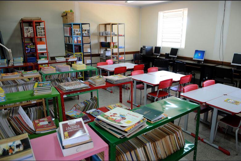 Finalizada, em 2015, a reforma parcial com ampliação de um bloco (com 02 salas de aula, laboratório de informática, biblioteca, banheiros, sala de servidores e pátio coberto) na Escola Classe Café sem Troco (na DF 130 - Km 32 - Paranoá).