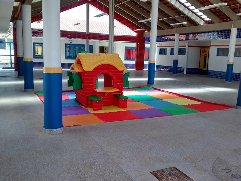 Implantado, em abril/2015, o Centro de Educação da Primeira Infância - Cepi Canela-de-Ema, localizado na AR 15, Conjunto 08, Lote 01 - Sobradinho II. O centro é composto por 8 salas de aula, bloco de administração, bloco de serviços, 3 blocos pedagógicos, pátio coberto, anfiteatro e parquinho, com capacidade de atendimento a 150 crianças de 0 a 5 anos em período integral.