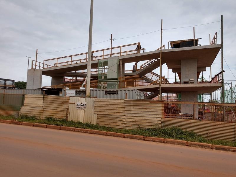 Construção de três passarelas de estrutura mista na DF-095 (EPCL) em andamento, com previsão de conclusão para o 1º semestre/2019.