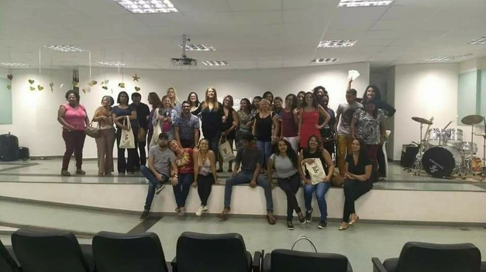 Realizadas palestras sobre o combate ao preconceito e a todas as formas de discriminação: <ul>     <li>Projeto Comunidade Global - Jovens Embaixadores dos Direitos Humanos: com o intuito de contribuir para a construção de uma cultura de direitos humanos, incentivo e fortalecimento de práticas cidadãs e de direitos humanos no ambiente escolar. Em parceria com a ONU, foi realizada palestra para 60 alunos do 7º ano, da Escola Drª Zilda Arns - Itapoã. O projeto foi multiplicado para demais escolas do DF no 1º semestre/2018.</li> </ul><ul>     <li>Realizadas, em 2017, as palestras denominadas Desconstruindo Preconceitos:</li> </ul><ul><ul>     <li>Senai  Taguatinga: para 230 professores</li> </ul><ul>     <li>Transmissão por streaming: para cerca de 1.000 interlocutores do programa Senai de ações inclusivas, e docentes dos 27 departamentos regionais, nas 27 unidades da Federação</li> </ul><ul>     <li>I Seminário de Educação e Direitos Humanos - Seredh, do Instituto Federal de Brasília - IFB/Campus de São Sebastião</li> </ul></ul><ul>     <li>Ministrada, em 2015, palestra sobre racismo institucional, para 90 professores da Secretaria de Educação - SEE. A ação aconteceu na Escola Parque 308 Sul, durante o Fórum Eixos Transversais do Currículo da Secretaria de Educação - SEE: alteridade em prática</li> </ul><ul>     <li>Ministrada, em 2015, palestra sobre relações étnico-raciais: diálogos e experiências, com a participação de 100 profissionais da educação, dentre eles gestores, educadores, diretores e professores, no auditório da Terracap, durante o Fórum Eixos Transversais do Currículo da Secretaria de Educação - SEE: alteridade em prática</li> </ul>