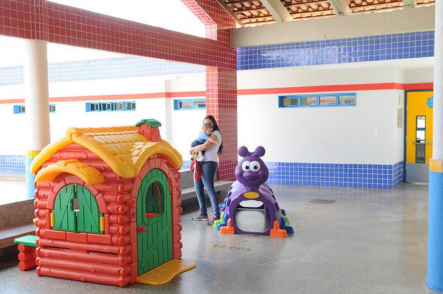 Implantado, em abril/2015, o Centro de Educação da Primeira Infância - Cepi Angico, localizado na QN 503, Conjunto 12, Lote 01 - Samambaia. O centro é composto por 8 salas de aula, bloco de administração, bloco de serviços, 3 blocos pedagógicos, pátio coberto, anfiteatro e parquinho, com capacidade de atendimento a 150 crianças de 0 a 5 anos em período integral.