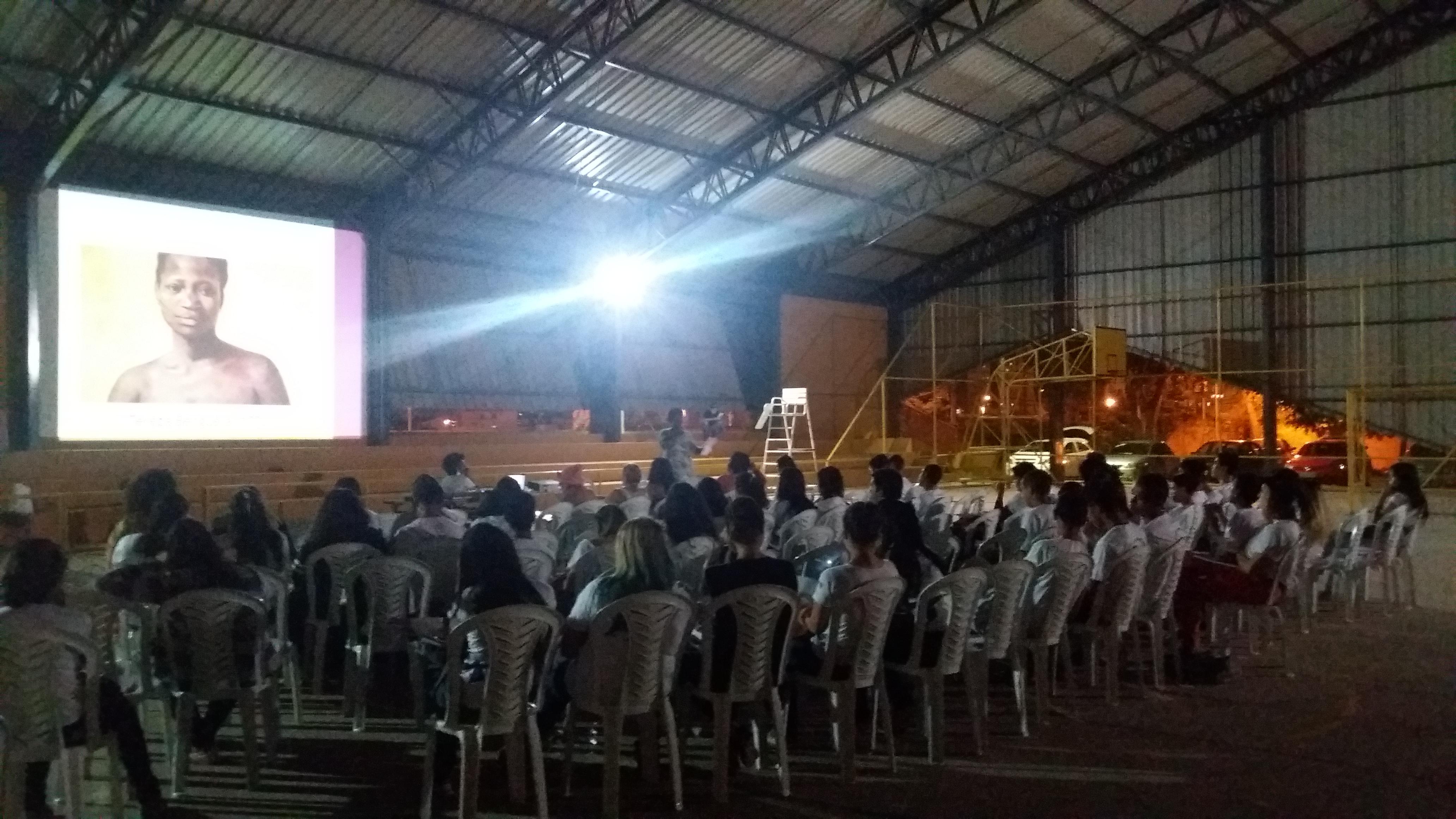 Realizado, em 2016, o Projeto Papo Reto, com rodas de conversas sobre a temática étnico-racial, com o foco na sensibilização sobre igualdade racial e enfrentamento ao racismo. O projeto teve nove edições, nas seguintes instituições:  <ul>     <li>Centro de Ensino Médio 414 - Samambaia </li> </ul><ul>     <li>Centro de Ensino Médio 111 - Recanto das Emas </li> </ul><ul>     <li>Instituto Federal de Brasília - Campus Brasília </li> </ul><ul>     <li>Centro de Ensino Médio 01 - Paranoá </li> </ul><ul>     <li>Centro de Ensino Fundamental 18 - Ceilândia </li> </ul><ul>     <li>Centro de Ensino Médio 02 - Planaltina </li> </ul><ul>     <li>Unidade de Internação em São Sebastião </li> </ul><ul>     <li>Centro Educacional - Lago Sul </li> </ul><ul>     <li>Unidade de Atendimento em Meio Aberto - Paranoá</li> </ul> Esta ação obteve o número total de 571 participantes.