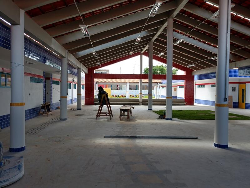 Implantado, em julho/2018, o Centro de Educação da Primeira Infância - CEPI Araçá-Mirim, localizado na AR 03, Lote 03, Setor Oeste - Sobradinho II. O centro é composto por 8 salas de aula, bloco de administração, bloco de serviços, 3 blocos pedagógicos, pátio coberto, anfiteatro e parquinho, com capacidade de atendimento de até 150 crianças de 0 a 5 anos em período integral.