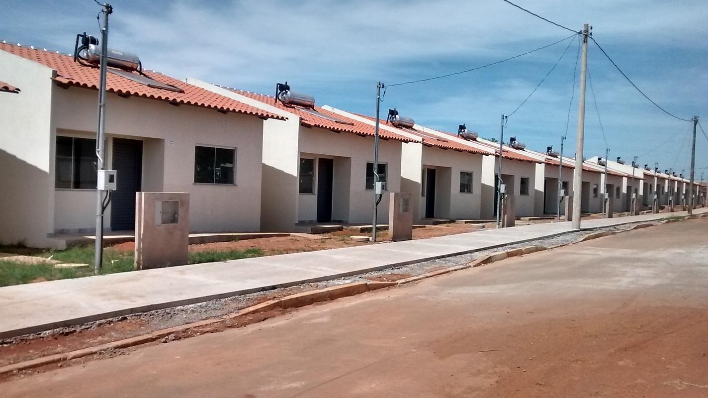 Entregues 13.576 unidades habitacionais, distribuídas do seguinte modo: <ul>     <li> Em 2015, foram 5.558 unidades - 3.072 no Parque do Riacho; 182 no Riacho Fundo 4ª etapa, no Riacho Fundo II; 2.080 no Paranoá Parque, no Paranoá; 168 em Santa Maria; e 56  em Samambaia</li>  </ul> <ul>     <li>Em 2016, foram 4.903 unidades - 1.394 no Parque do Riacho; 1.116 no Riacho Fundo 4ª etapa, no Riacho Fundo II; 2.304 no Paranoá Parque; 56 em Samambaia; e 33 em  Sobradinho II</li> </ul> <ul>     <li>Em 2017, foram 1.099 unidades - 759 no Riacho Fundo 4ª etapa, no Riacho Fundo II; e 340 em Samambaia</li> </ul> <ul>     <li> Até outubro/2018, foram 2.016 unidades - 56 em samambaia, 103 no Sol Nascente e 1.805 no Riacho Fundo 4ª etapa</li> </ul>