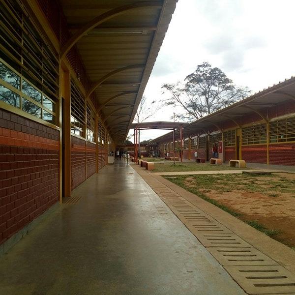 Finalizada, em 2015, a reconstrução do Centro Educacional 07 de Ceilândia, localizado na QNN 13, Área Especial, Ceilândia Oeste.