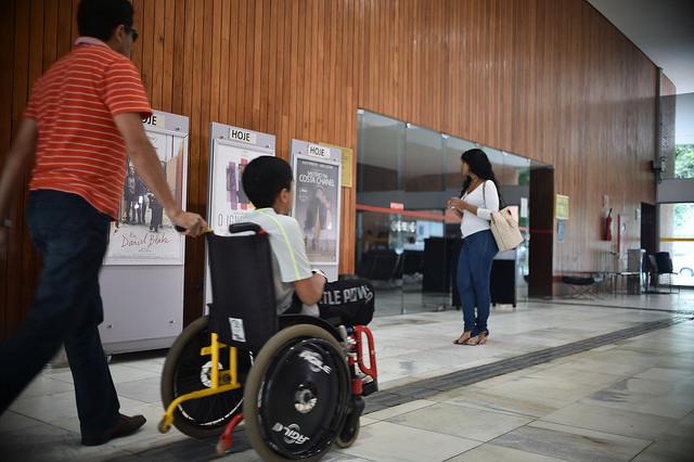 O Festival Cine Brasília Inclusivo, realizado em 2017 e 2018, promoveu nove sessões cinematográficas de curtas e longas-metragens para um público estimado de 600 pessoas. A proposta do festival foi levar uma extensa programação de filmes, de ficção, documentário e animação com vários recursos de acessibilidade para pessoas com deficiência. A iniciativa teve como objetivo atender um público específico, de pessoas com deficiência residentes no DF, muitas delas que nunca foram a um cinema exatamente pela ausência de acessibilidade estrutural e fruitiva, nos espaços físicos ou no filme, que não apresenta recursos como audiodescrição e legendas descritivas. Todas as sessões de cerimonial também contaram com intérprete de libras, além da plataforma online da atividade, adaptada com recursos de acessibilidade digital.