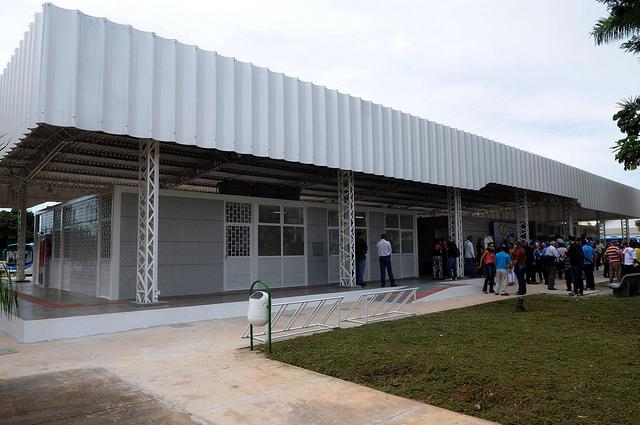 Reformado, em janeiro/2017, o terminal de ônibus urbano, localizado na Avenida Contorno, em frente à área especial nº 7, no Núcleo Bandeirante. A iniciativa contemplou a construção das plataformas de embarque, estacionamento, paraciclos, lanchonete e banheiros com acessibilidade.