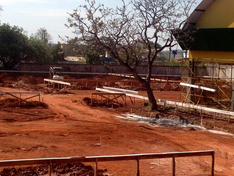 Obra de reconstrução do Centro de Ensino Fundamental 01 do Planalto, localizado no Acampamento da Rabelo, Área Especial 03, nº 01 - Vila Planalto, em obras, para atendimento a aproximadamente 800 estudantes.