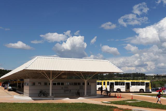 Inaugurado, em dezembro/2015, o terminal de ônibus urbano, localizado no Setor Sul, no Gama. A iniciativa contemplou a construção das plataformas de embarque, estacionamento, paraciclos, lanchonete e banheiros com acessibilidade.