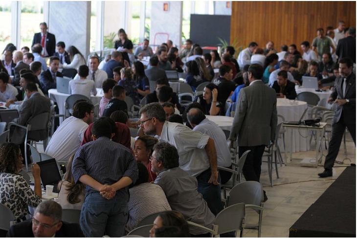 Realizada Maratona da Transparência, em dezembro/2015, para discutir propostas de melhorias para a reformulação do Portal da Transparência do DF. O evento foi aberto ao público e contou com a presença de 200 participantes.