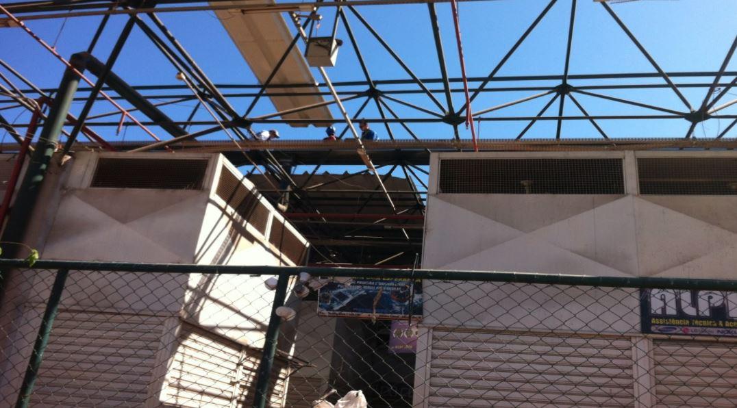 Reformada, em junho/2018, a cobertura da Feira Modelo de Sobradinho localizada na Quadra Central da Cidade. Foi executada a instalação de forro de PVC na praça de alimentação, fechamento lateral, troca de calhas da cobertura e revisão da cobertura do telhado.