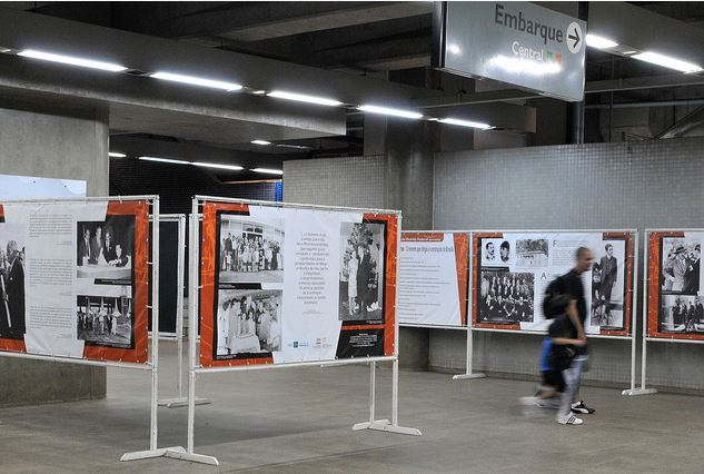 """Implementado, em 2015, o programa Metrô Solidário. O Eixo Sociocultural, possui ações culturais voltadas para a temática cidadania e diversidade, atendendo a diversos segmentos: (<a href=""""http://www.metro.df.gov.br/?page_id=21562"""">link aqui</a>) <br><br> <ul>     <li>Realização de oficinas e outras atividades voltadas ao idoso</li>     <li>Mostra cultural em prol da diversidade - Cultura Trans</li>     <li>Batalha de rimas com a rede urbana de ações socioculturais</li>     <li>Oficina de batuque em prol da proteção de crianças e adolescentes, em parceria com a Secretaria da Criança</li>      <li>Evento do Dia Nacional de Combate ao Abuso e a Exploração Sexual de Crianças e Adolescentes</li>     <li>Campanha Doe Alegria - Arrecadação de brinquedos, em parceria com a Secretaria da Criança</li>     <li>Identidade infantil - Grito de Carnaval, em parceria com a Polícia Militar do DF</li>     <li>Passeio com crianças de entidades sociais para exposição fotográfica com contação de história</li> </ul>"""