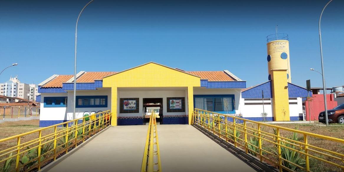 Implantado, em abril/2015, o Centro de Educação da Primeira Infância - Cepi Macaúba, localizado na QS 07, Rua 600, Lote 02 - Águas Claras. O centro é composto por 8 salas de aula, bloco de administração, bloco de serviços, 3 blocos pedagógicos, pátio coberto, anfiteatro e parquinho, com capacidade de atendimento a 150 crianças de 0 a 5 anos em período integral.