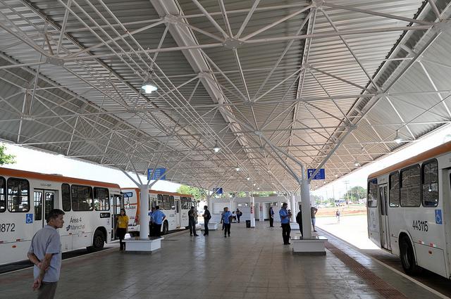 Reformado, em novembro/2016, o terminal de ônibus urbano, localizado na QNP 24, no P Sul. A iniciativa contemplou a construção das plataformas de embarque, estacionamento, paraciclos, lanchonete e banheiros com acessibilidade.