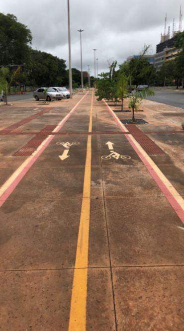 Implantadas, em 2017, calçadas e ciclovia na Avenida S3, na W3 Sul. Essa iniciativa contemplou a revitalização da Via S3, entre o Setor Comercial e o Instituto Hospital de Base, com a execução de 4,5 mil m² de calçadas, paisagismo e construção de ciclovia.