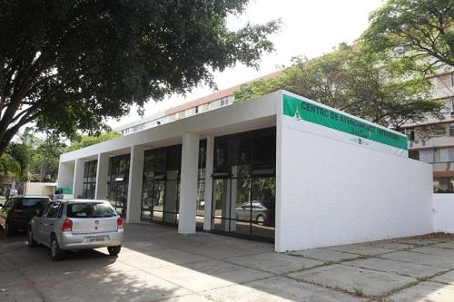 """Implantado o Centro 18 de Maio, localizado na 307 Sul, Plano Piloto, destinado ao atendimento inicial de crianças e adolescentes em situação de violência sexual, assim como de suas respectivas famílias, a fim de minimizar a revitimização e dar celeridade aos procedimentos de proteção. As atividades foram iniciadas em janeiro/2017. </p>Mais informações (<a href=""""http://www.crianca.df.gov.br/centro-18-de-maio/"""">link aqui</a>)"""