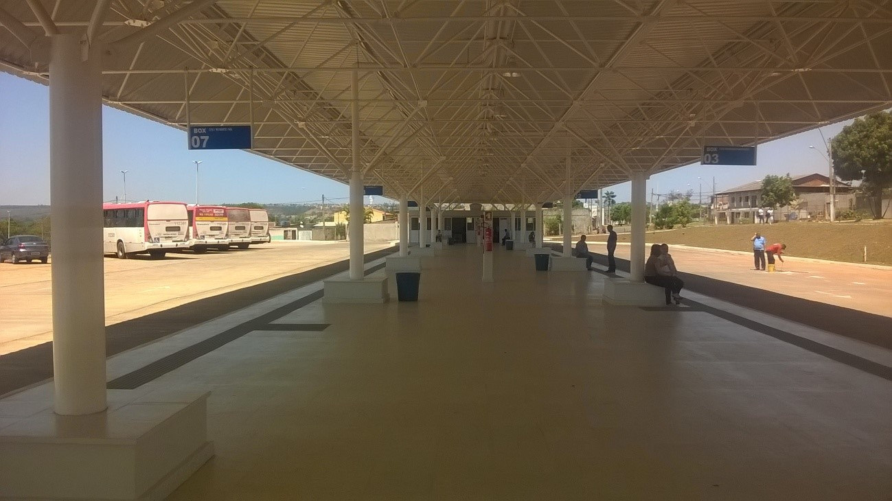Inaugurado, em julho/2015, o terminal de ônibus urbano, localizado na AR Conjunto 1 - Lote 02, em Sobradinho II. A iniciativa contemplou a construção das plataformas de embarque, estacionamento, paraciclos, lanchonete e banheiros com acessibilidade.