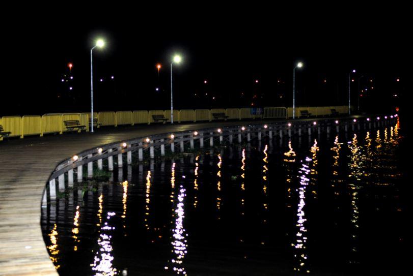 Implantado o Deck Sul, em maio/2017. Essa iniciativa contemplou a execução de um complexo com 80 mil metros quadrados, na Avenida das Nações, na L4 Sul. A estrutura conta com ciclovia, pistas de cooper e de skate, circuito com equipamentos para ginástica, parques infantis, ponto de encontro comunitário e quadras de vôlei e poliesportiva. Além disso, foi executada a implantação de iluminação pública com a instalação de 118 postes e 160 luminárias, e 32 postes de luminárias com tecnologia LED ao longo do deck de madeira e sinalização náutica.