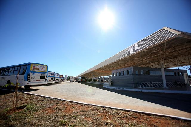 Inaugurado, em agosto/2016, o terminal de ônibus urbano, localizado no Subcentro 400/600, no Recanto das Emas. A iniciativa contemplou a construção das plataformas de embarque, estacionamento, paraciclos, lanchonete e banheiros com acessibilidade.